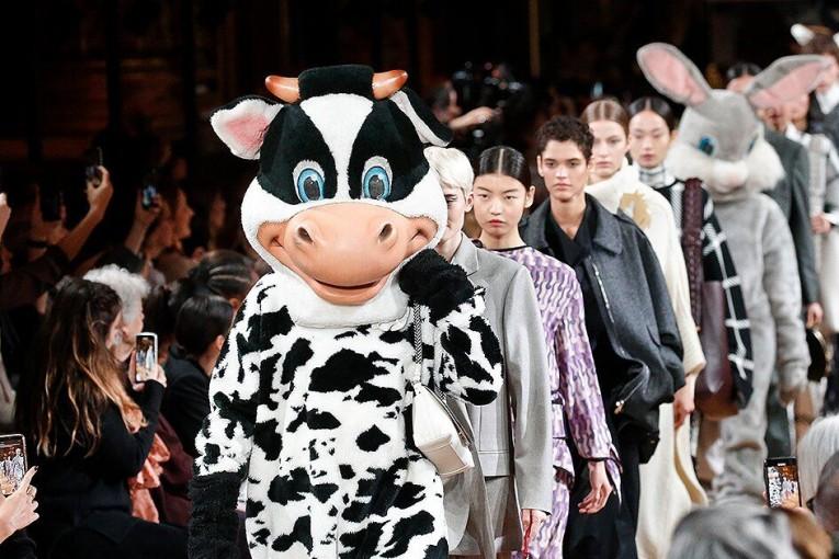 Kožešiny na molo nepatří - Stella McCartney na Pařížském týdnu módy vyjádřila svůj názor na kožešinový průmysl