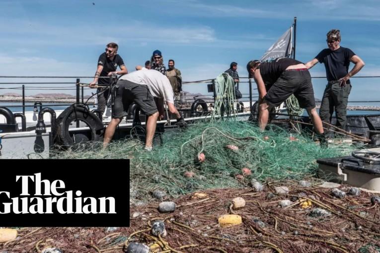 Vyhozené rybářské vybavení způsobuje největší znečištění oceánů plasty, tvrdí studie