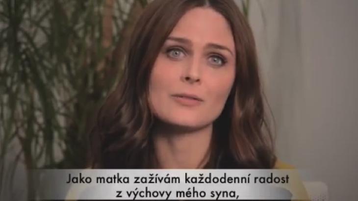 Hvězda seriálu Sběratelé kostí vyzývá k bojkotu mléčného průmyslu (video)
