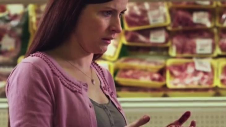 Reklama na vegetariánství s krví na rukou