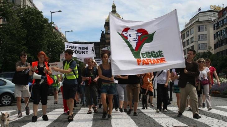 Sobotní Veggie Parade oslaví soucit se zvířaty i planetou